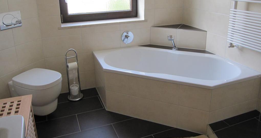 Badezimmer Renovierung vorher / nachher Vergleich.