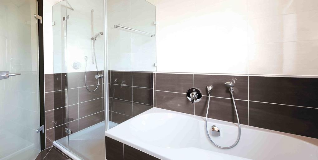 Dusche Mit Glaswand : duschkabinen f rs bad planen und einbauen auch schwellenlose duschen ~ Orissabook.com Haus und Dekorationen