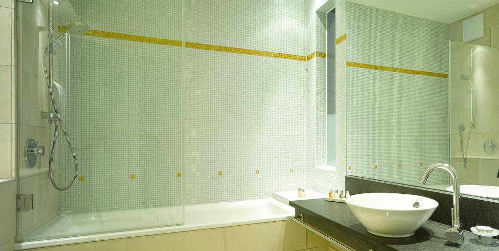 kleine badezimmer perfekt planen und realisieren. Black Bedroom Furniture Sets. Home Design Ideas